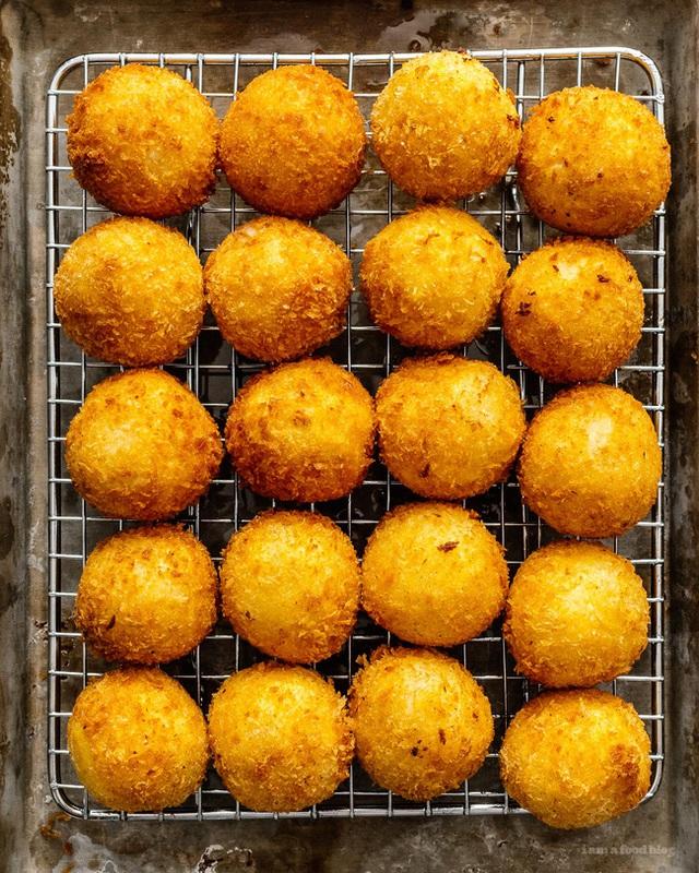 Thử làm khoai tây viên bọc phô mai chiên xù theo công thức nhà Đăng Khôi, đảm bảo bé nào cũng mê tít - Ảnh 8.
