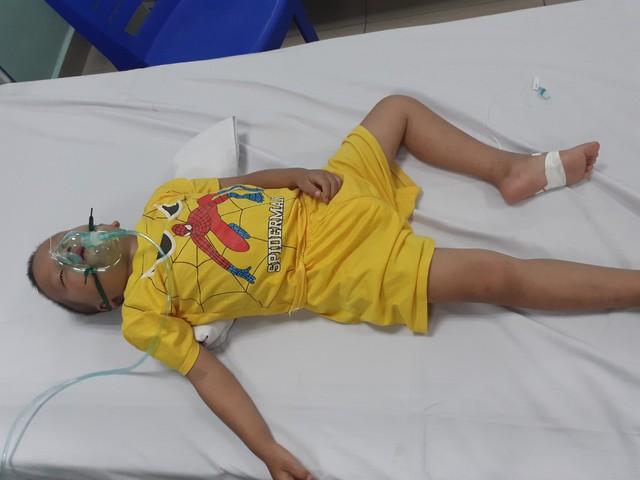 Khẩn cầu của người mẹ có con trai 5 tuổi mắc bệnh u não không tiền chữa trị - Ảnh 2.