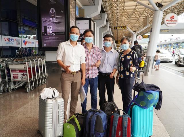35 chuyên gia y tế Việt Nam sang hỗ trợ nước bạn Lào phòng chống dịch COVID-19 - Ảnh 3.