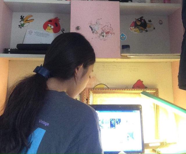 Học sinh Hà Nội trong ngày đầu học trực tuyến sau kỳ nghỉ lễ 30/4 – 1/5 - Ảnh 5.