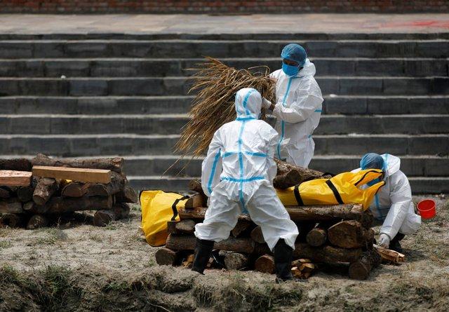 Nỗi sợ hãi mang tên Nepal - nước láng giếng Ấn Độ: Lò hỏa táng quá tải, phải thiêu người chết vì COVID-19 ngoài trời - Ảnh 2.