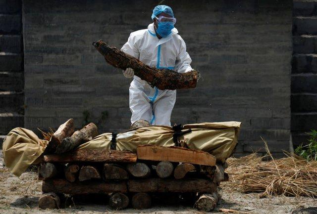 Nỗi sợ hãi mang tên Nepal - nước láng giếng Ấn Độ: Lò hỏa táng quá tải, phải thiêu người chết vì COVID-19 ngoài trời - Ảnh 6.