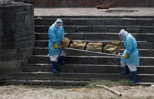 Nỗi sợ hãi mang tên Nepal - nước láng giếng Ấn Độ: Lò hỏa táng quá tải, phải thiêu người chết vì COVID-19 ngoài trời - Ảnh 7.
