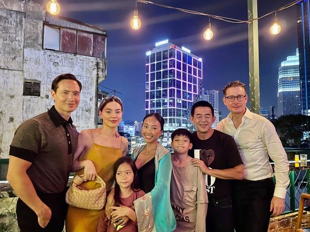 """Subeo nhà Hồ Ngọc Hà cùng con gái Đoan Trang chiếm trọn """"spotlight"""" khi chung khung hình với bố mẹ - Ảnh 2."""