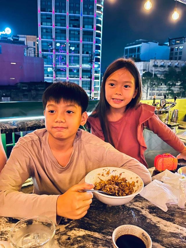 """Subeo nhà Hồ Ngọc Hà cùng con gái Đoan Trang chiếm trọn """"spotlight"""" khi chung khung hình với bố mẹ - Ảnh 4."""