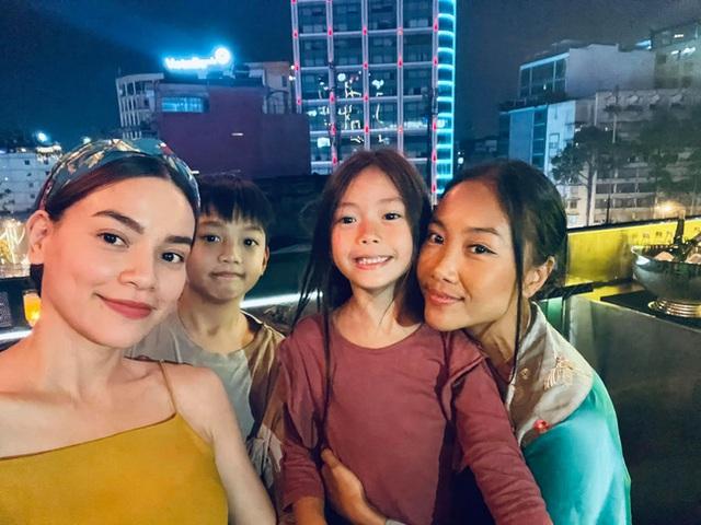 """Subeo nhà Hồ Ngọc Hà cùng con gái Đoan Trang chiếm trọn """"spotlight"""" khi chung khung hình với bố mẹ - Ảnh 5."""