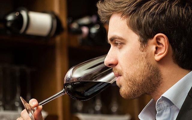 Việc nhẹ lương cao: Chỉ ăn rồi ngồi thử rượu cũng bỏ túi cả đống tiền - Ảnh 1.