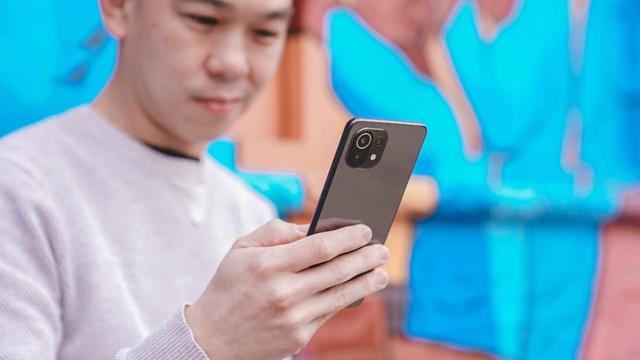 Những mẫu smartphone mỏng nhẹ nhất tại Việt Nam - Ảnh 1.