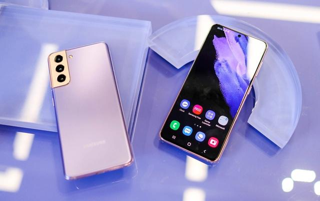 Những mẫu smartphone mỏng nhẹ nhất tại Việt Nam - Ảnh 3.
