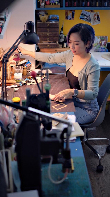 Bỏ lương nghìn đô, cô gái Hà Nội khởi nghiệp với nghề điêu khắc da bò - Ảnh 7.