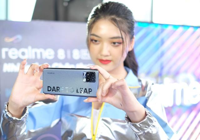 Những mẫu smartphone mỏng nhẹ nhất tại Việt Nam - Ảnh 8.
