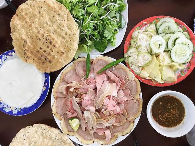 Đặc sản bê thui xứ Quảng khách lũ lượt kéo đến ăn nhờ hương vị rất riêng - Ảnh 1.