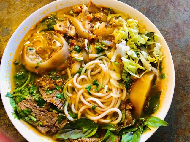 Ông bố đảm người Đức chia sẻ bí quyết làm xúc xích nổi tiếng, tiết lộ vô cùng yêu thích và có thể chế biến hơn 40 món ăn Việt Nam - Ảnh 13.