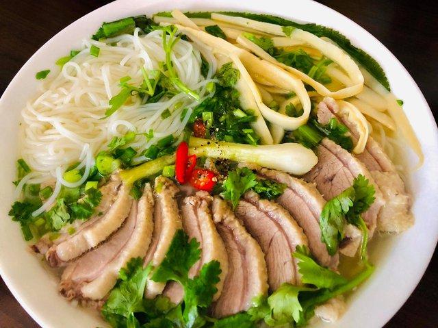 Ông bố đảm người Đức chia sẻ bí quyết làm xúc xích nổi tiếng, tiết lộ vô cùng yêu thích và có thể chế biến hơn 40 món ăn Việt Nam - Ảnh 14.