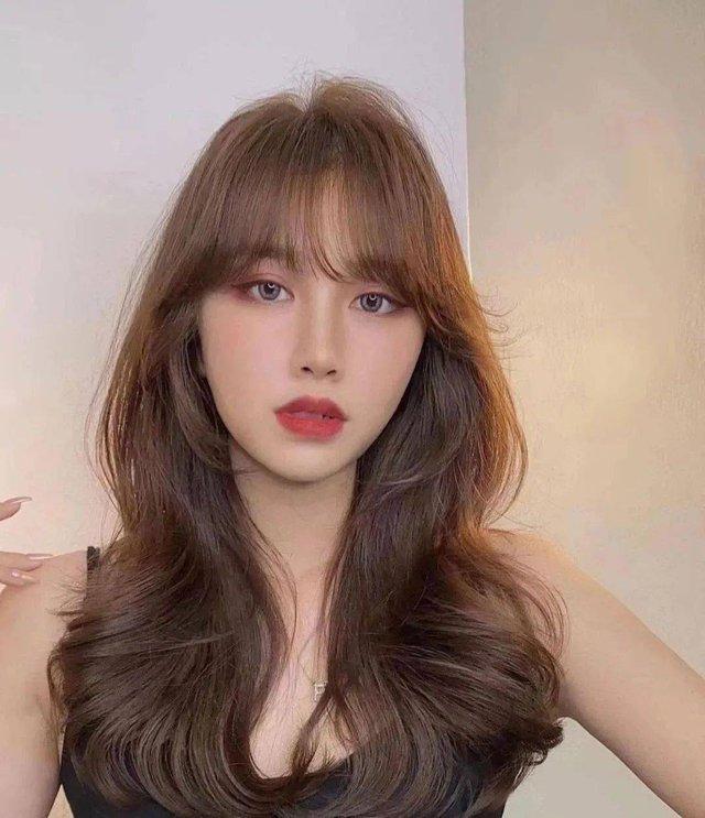Kiểu tóc xoăn cực sang mặt, hợp cả nàng tóc dài đến tóc ngắn - Ảnh 3.