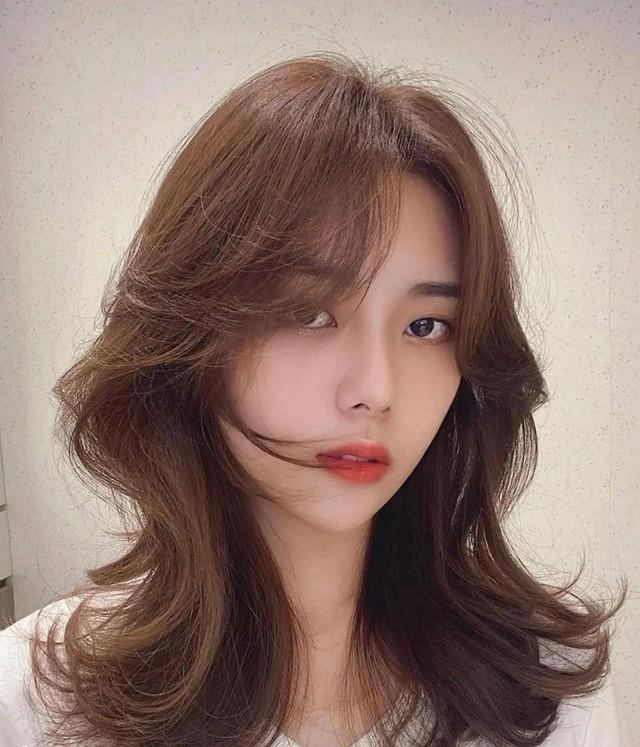 Kiểu tóc xoăn cực sang mặt, hợp cả nàng tóc dài đến tóc ngắn - Ảnh 6.