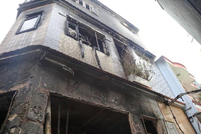 Lãnh đạo TP.HCM thăm hỏi gia đình trong vụ hỏa hoạn khiến 8 người tử vong - Ảnh 3.