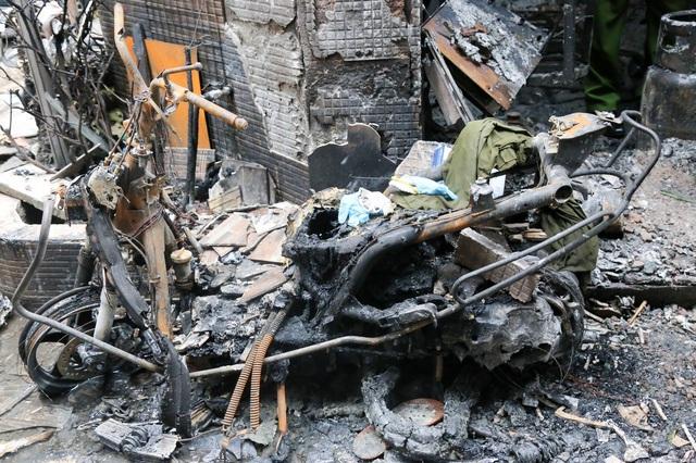 Lãnh đạo TP.HCM thăm hỏi gia đình trong vụ hỏa hoạn khiến 8 người tử vong - Ảnh 4.