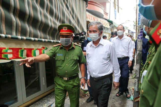 Lãnh đạo TP.HCM thăm hỏi gia đình trong vụ hỏa hoạn khiến 8 người tử vong - Ảnh 2.