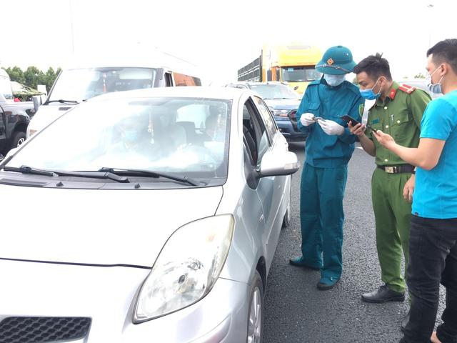 Hình ảnh ngày đầu tái lập chốt kiểm soát phòng chống dịch COVID-19 ở Quảng Ninh - Ảnh 4.