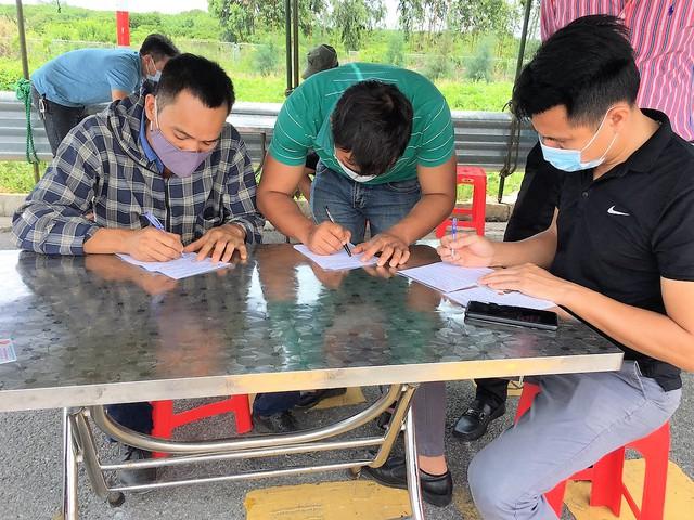 Hình ảnh ngày đầu tái lập chốt kiểm soát phòng chống dịch COVID-19 ở Quảng Ninh - Ảnh 6.