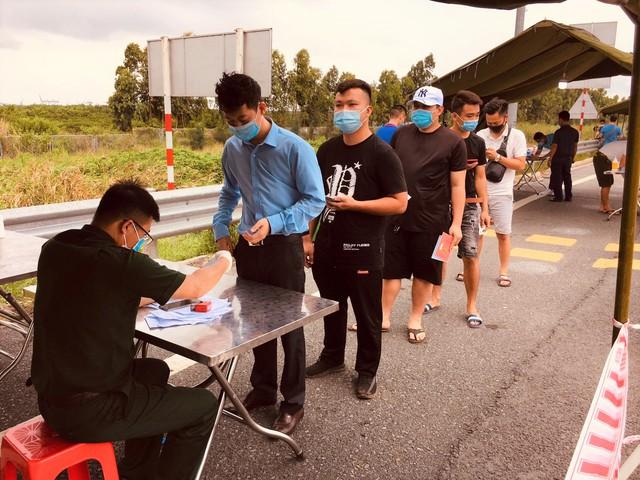 Hình ảnh ngày đầu tái lập chốt kiểm soát phòng chống dịch COVID-19 ở Quảng Ninh - Ảnh 8.