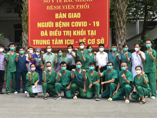 2 bệnh nhân COVID-19 nặng đầu tiên ở Bắc Giang khỏi bệnh - Ảnh 7.