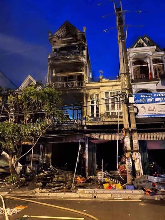 Quảng Ninh: Cháy lớn trong ngôi nhà 4 tầng, một phụ nữ tử vong - Ảnh 2.