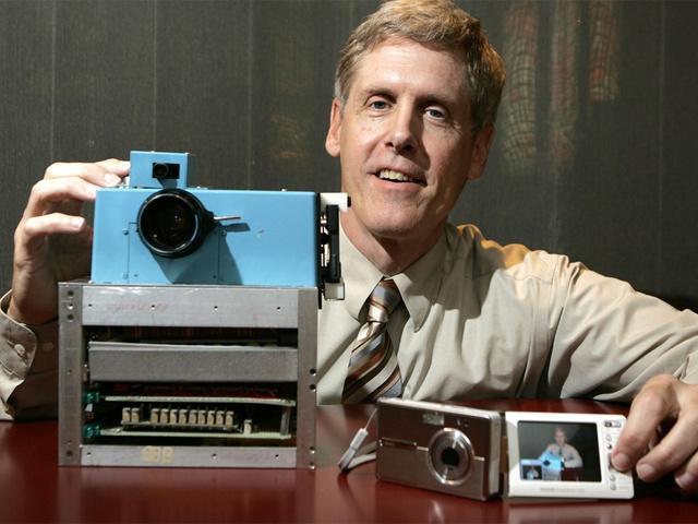 Câu chuyện về cha đẻ chiếc camera kỹ thuật số đầu tiên - Ảnh 2.