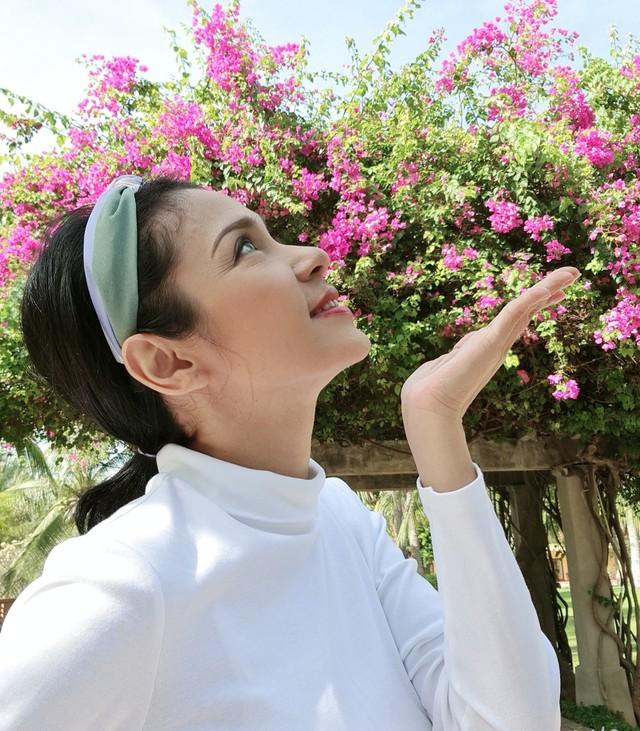 Đời thường trẻ trung tuổi 49 của diễn viên Việt Trinh - Ảnh 11.
