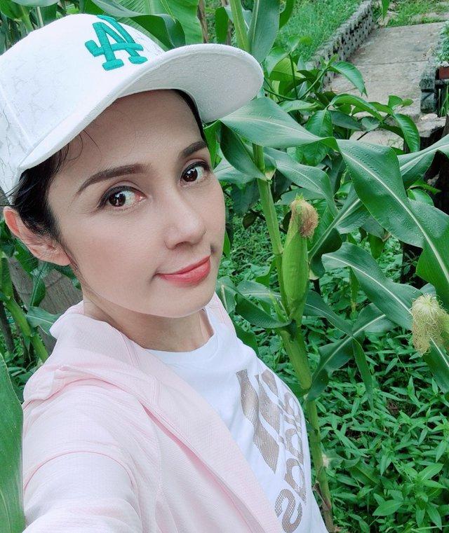 Đời thường trẻ trung tuổi 49 của diễn viên Việt Trinh - Ảnh 14.