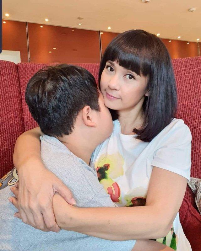 Đời thường trẻ trung tuổi 49 của diễn viên Việt Trinh - Ảnh 16.