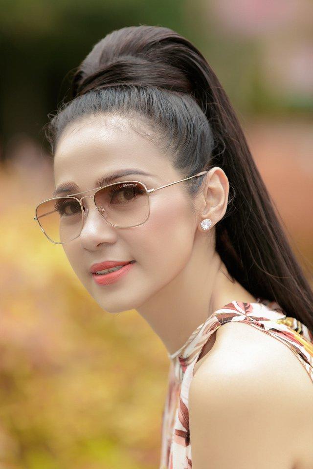 Đời thường trẻ trung tuổi 49 của diễn viên Việt Trinh - Ảnh 17.