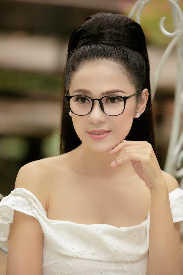 Đời thường trẻ trung tuổi 49 của diễn viên Việt Trinh - Ảnh 18.