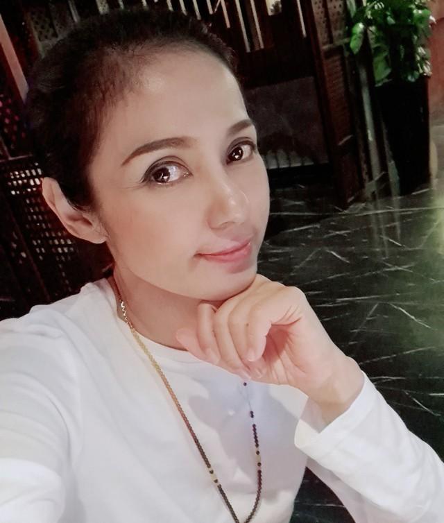Đời thường trẻ trung tuổi 49 của diễn viên Việt Trinh - Ảnh 3.