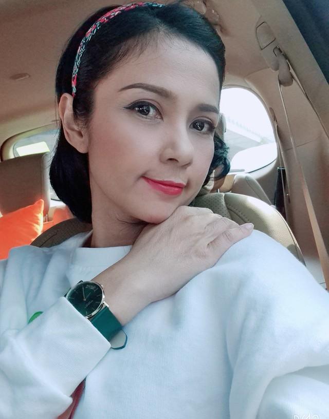 Đời thường trẻ trung tuổi 49 của diễn viên Việt Trinh - Ảnh 10.