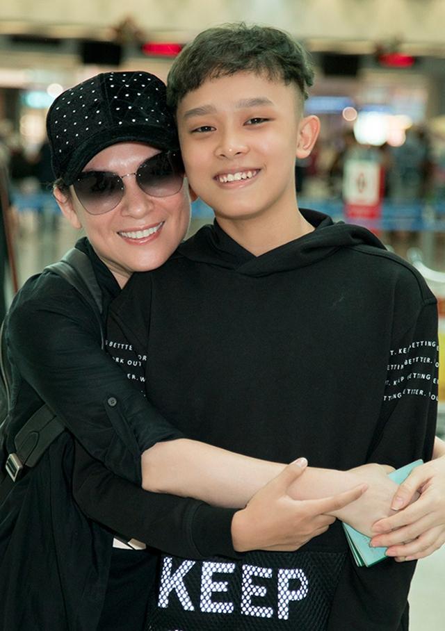 Hồ Văn Cường có gì trong tay sau 5 năm làm con nuôi, thường xuyên đi diễn cùng Phi Nhung? - Ảnh 5.