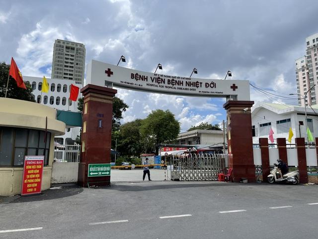 Đã có 60 nhân viên y tế ở BV Bệnh Nhiệt đới TP.HCM mắc COVID-19 - Ảnh 2.