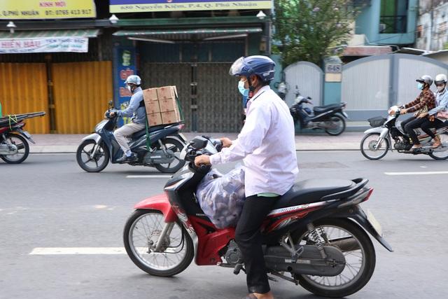 Người dân Sài Gòn tấp nập giải cứu khoai lang tím cho bà con miền Tây - Ảnh 8.