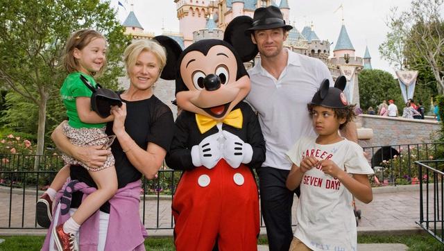 Cuộc sống hiện tại của con nuôi Angelina Jolie, Tom Cruise ra sao? - Ảnh 2.