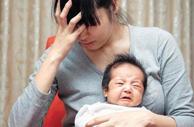 Bà mẹ mới sinh nói nhảm, gào khóc, bác sĩ tâm lý cảnh báo căn bệnh nguy hiểm - Ảnh 1.