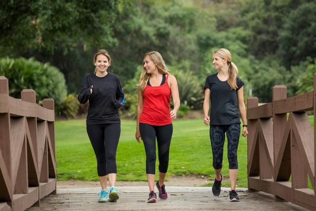 6 biện pháp khắc phục suy giãn tĩnh mạch chân tại nhà - Ảnh 2.