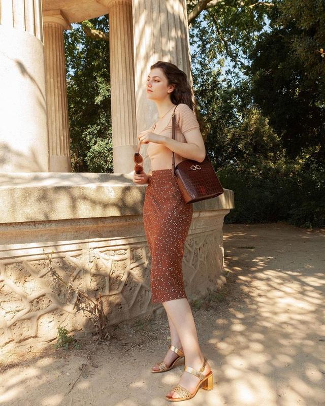 Bí quyết mix chân váy dài hack dáng của phụ nữ Pháp khiến nàng công sở Việt mê mẩn - Ảnh 9.