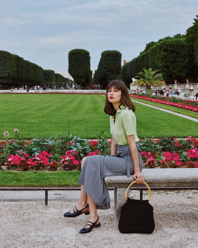 Bí quyết mix chân váy dài hack dáng của phụ nữ Pháp khiến nàng công sở Việt mê mẩn - Ảnh 11.