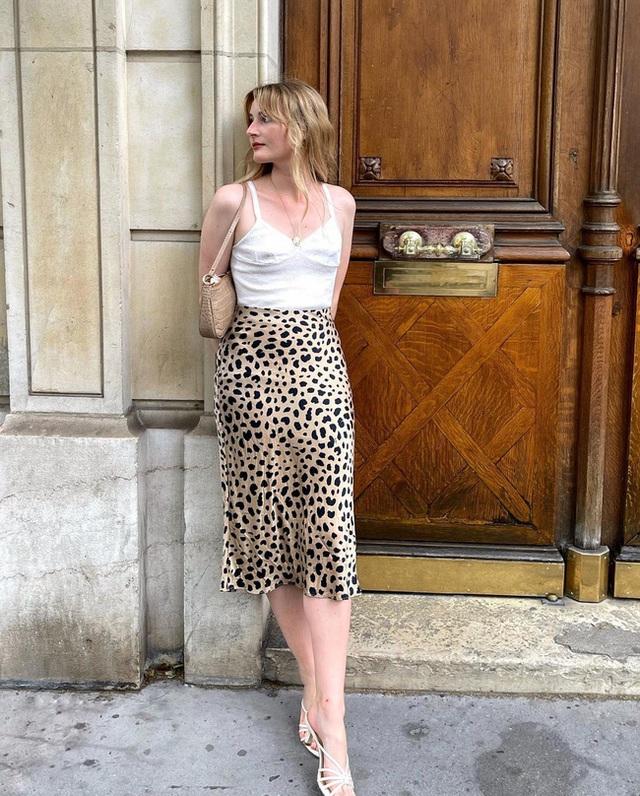 Bí quyết mix chân váy dài hack dáng của phụ nữ Pháp khiến nàng công sở Việt mê mẩn - Ảnh 5.