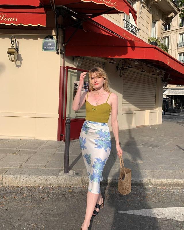 Bí quyết mix chân váy dài hack dáng của phụ nữ Pháp khiến nàng công sở Việt mê mẩn - Ảnh 6.
