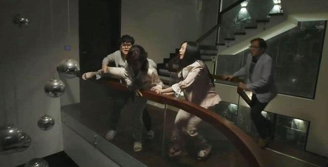 Hãy nói lời yêu tập 20: Bà Hoài nhảy lầu trước mặt hai con, ông Tín gặp chuyện chẳng lành - Ảnh 1.