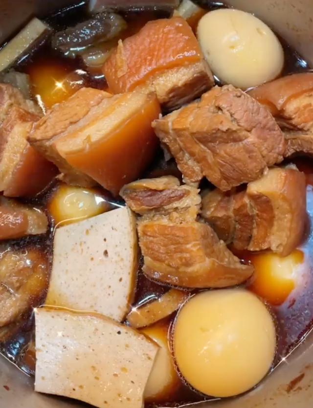Bí quyết ướp thịt kho trứng thấm vị của Tóc Tiên - Ảnh 2.