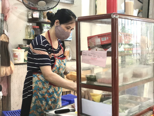 Hà Nội: Quán cà phê, ăn sáng hồ hởi đón khách sau chuỗi ngày tạm đóng cửa - Ảnh 10.