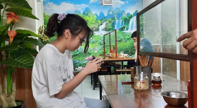 Hà Nội: Quán cà phê, ăn sáng hồ hởi đón khách sau chuỗi ngày tạm đóng cửa - Ảnh 2.